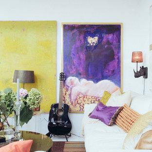 Esempio di un grande soggiorno nordico aperto con sala della musica, pareti bianche, nessun camino e nessuna TV