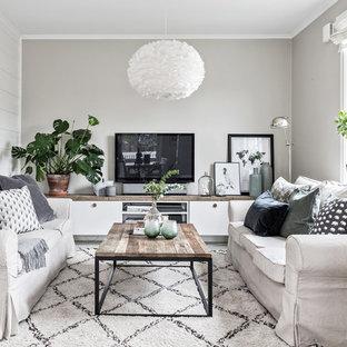Foto de salón cerrado, nórdico, pequeño, con paredes grises y televisor independiente