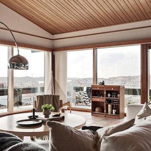 Idéer för mellanstora nordiska allrum med öppen planlösning, med vita väggar, klinkergolv i terrakotta och beiget golv