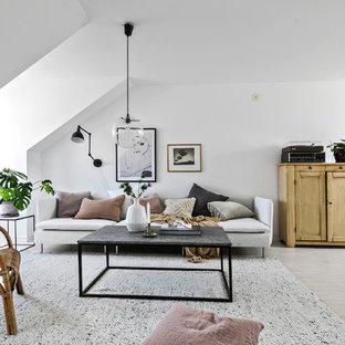 Idéer för skandinaviska vardagsrum, med ett musikrum och vita väggar
