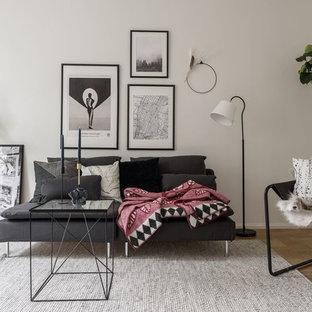 Inspiration för mellanstora minimalistiska separata vardagsrum, med vita väggar, mellanmörkt trägolv och brunt golv