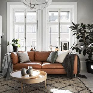 Idéer för ett mellanstort skandinaviskt vardagsrum, med grå väggar, målat trägolv och vitt golv
