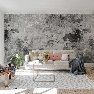 Foto på ett skandinaviskt vardagsrum, med grå väggar, ljust trägolv, en öppen vedspis och beiget golv