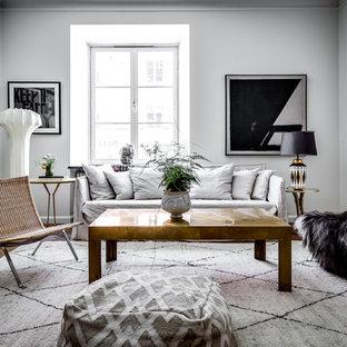 Inredning av ett klassiskt stort separat vardagsrum, med ett finrum och vita väggar