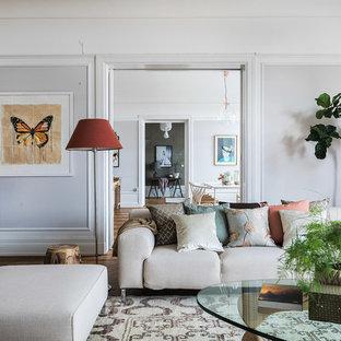 Inspiration för ett stort vintage allrum med öppen planlösning, med ett finrum, grå väggar och mellanmörkt trägolv