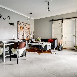 Idéer för att renovera ett mellanstort nordiskt vardagsrum, med ljust trägolv och vitt golv