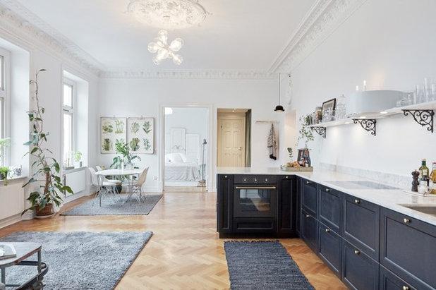 Sekelskiftes Vardagsrum by Ahre Fastighetsbyrå