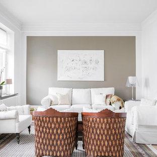 Idéer för ett mellanstort skandinaviskt allrum med öppen planlösning, med ett finrum, beige väggar och ljust trägolv