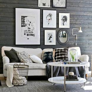 Diseño de salón para visitas abierto, nórdico, con suelo de madera clara y paredes marrones