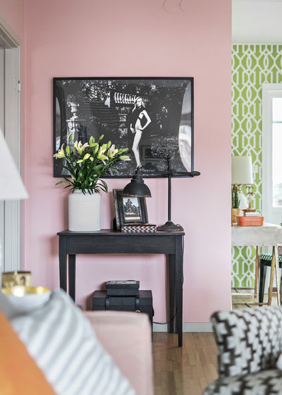 Eclectic Living Room by Kronfoto