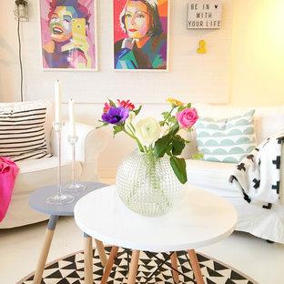 Idéer för att renovera ett mellanstort funkis separat vardagsrum, med vita väggar och målat trägolv