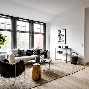 Inspiration för ett stort funkis separat vardagsrum, med vita väggar, ljust trägolv, brunt golv och ett finrum