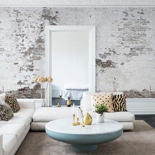 Foto de salón abierto, urbano, de tamaño medio, sin televisor, con paredes blancas y suelo de madera oscura