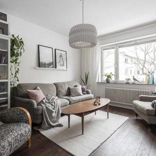 Inspiration för ett mellanstort minimalistiskt vardagsrum, med vita väggar, mörkt trägolv och ett bibliotek