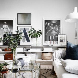 Idéer för att renovera ett nordiskt vardagsrum, med vita väggar och ljust trägolv