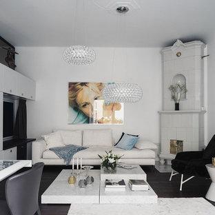 Bild på ett mellanstort funkis separat vardagsrum, med vita väggar och mörkt trägolv