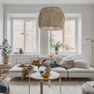 Foto på ett minimalistiskt vardagsrum