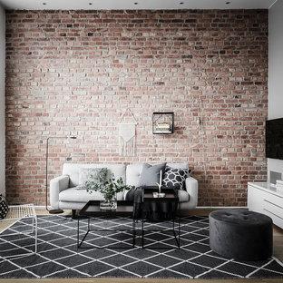 Idéer för stora funkis separata vardagsrum, med flerfärgade väggar, en väggmonterad TV, ett finrum, mellanmörkt trägolv och brunt golv