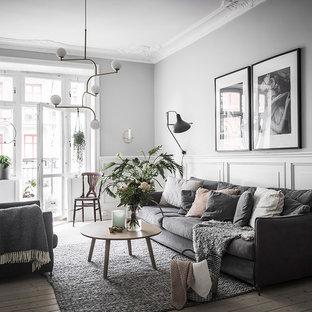 Inspiration för ett mellanstort minimalistiskt separat vardagsrum, med grå väggar, ljust trägolv och beiget golv