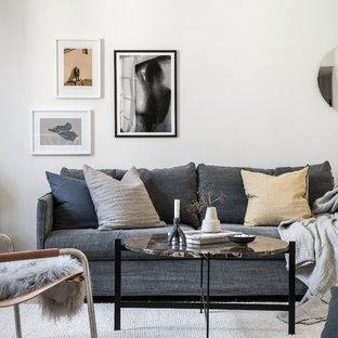 Idéer för att renovera ett litet nordiskt separat vardagsrum, med ett finrum, vita väggar, ljust trägolv och beiget golv