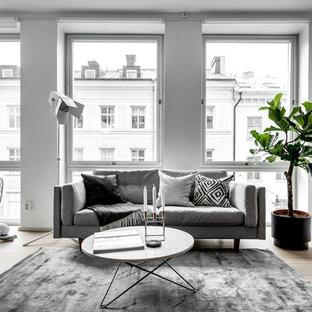 Idéer för att renovera ett funkis allrum med öppen planlösning, med vita väggar och vitt golv