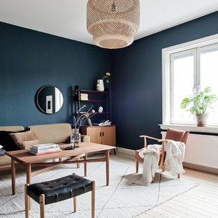 Inspiration för ett mellanstort skandinaviskt separat vardagsrum, med blå väggar, ljust trägolv och beiget golv