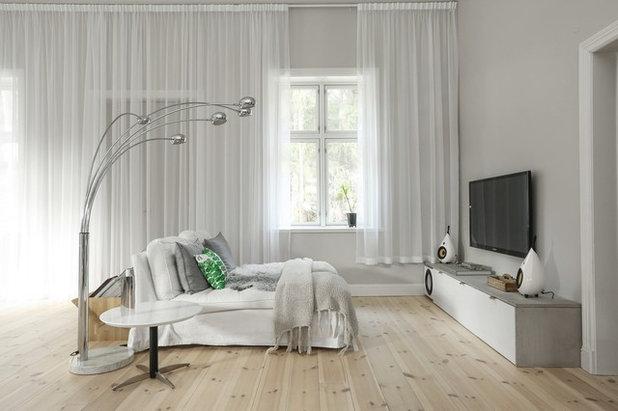Skandinavisch Wohnbereich by Fastighetsbyrån