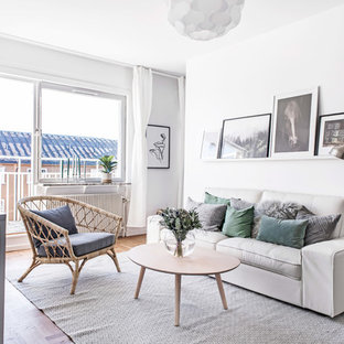 Idéer för ett mellanstort nordiskt separat vardagsrum, med vita väggar, mellanmörkt trägolv och brunt golv
