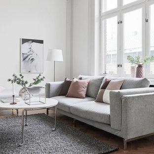 Idéer för att renovera ett funkis separat vardagsrum, med ett finrum, vita väggar, mellanmörkt trägolv och beiget golv