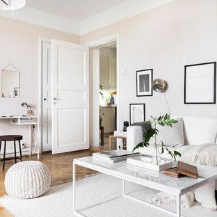 Idee per un soggiorno scandinavo di medie dimensioni e aperto con pareti rosa, pavimento in legno massello medio e sala formale