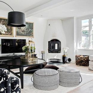 Bild på ett mellanstort minimalistiskt separat vardagsrum, med vita väggar, ljust trägolv, en öppen hörnspis, en spiselkrans i gips och beiget golv