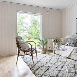 Exempel på ett skandinaviskt separat vardagsrum, med ett finrum, beige väggar, ljust trägolv och beiget golv