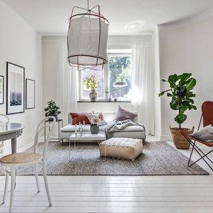 Exempel på ett mellanstort minimalistiskt allrum med öppen planlösning, med vita väggar, målat trägolv och vitt golv