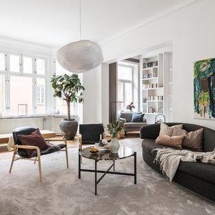 Idéer för att renovera ett skandinaviskt separat vardagsrum, med vita väggar och mellanmörkt trägolv