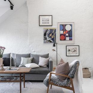 Bild på ett minimalistiskt vardagsrum, med ett finrum, vita väggar, en öppen hörnspis, en spiselkrans i trä och vitt golv