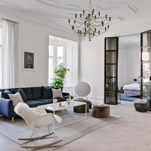 Bild på ett minimalistiskt vardagsrum, med ett finrum, vita väggar, ljust trägolv och beiget golv