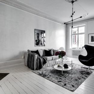 Bild på ett mellanstort vintage allrum med öppen planlösning, med en öppen hörnspis, en spiselkrans i trä, vita väggar och målat trägolv