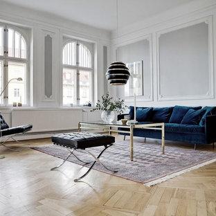 Inspiration för stora minimalistiska separata vardagsrum, med grå väggar, ljust trägolv och ett finrum