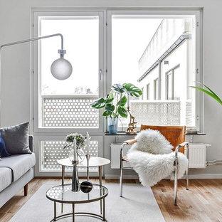 Idéer för ett litet minimalistiskt separat vardagsrum, med ett finrum, vita väggar, ljust trägolv och beiget golv