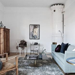 Idéer för skandinaviska separata vardagsrum, med ett finrum, vita väggar, ljust trägolv, en öppen hörnspis och brunt golv