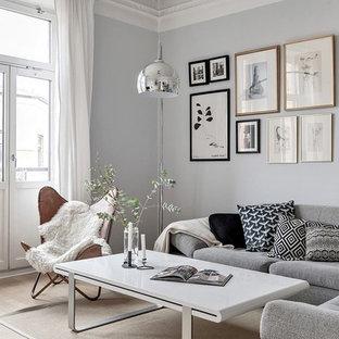 Bild på ett minimalistiskt separat vardagsrum, med grå väggar, ett finrum, ljust trägolv och beiget golv