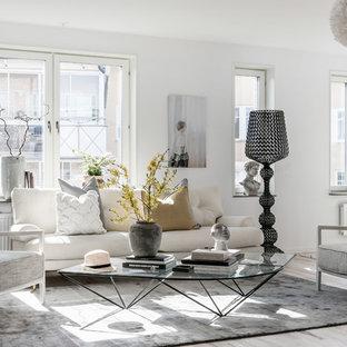 Inspiration för ett nordiskt allrum med öppen planlösning, med vita väggar, målat trägolv och beiget golv