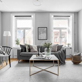 Inspiration för mellanstora nordiska separata vardagsrum, med grå väggar och ljust trägolv