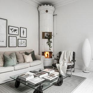 Inspiration för mellanstora minimalistiska vardagsrum, med vita väggar, målat trägolv, en öppen hörnspis och vitt golv