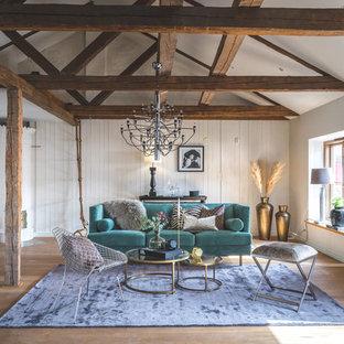 Idéer för att renovera ett mellanstort eklektiskt vardagsrum, med ett finrum, vita väggar, mellanmörkt trägolv, beiget golv och en öppen vedspis