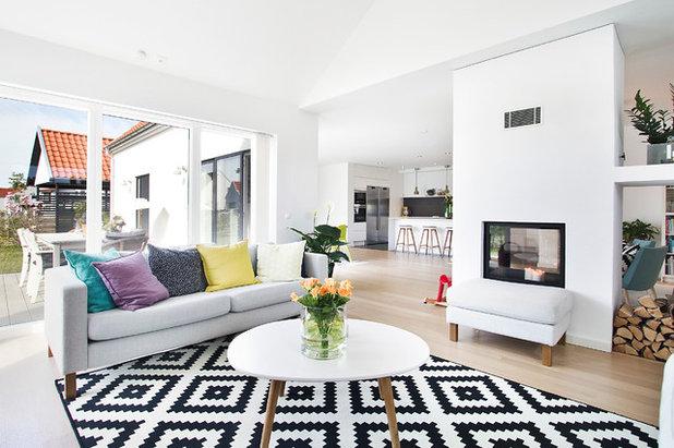 Skandinavisch Wohnbereich By HelsingHouse Fastighetsmäklare