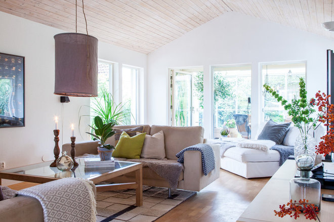 Transitional Living Room by HOUSE Helsingborg AB