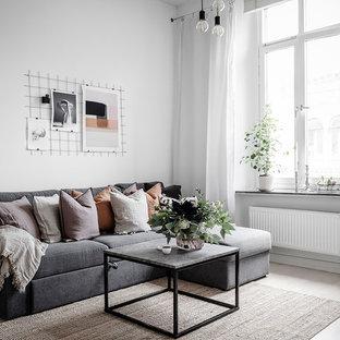 Inspiration för nordiska separata vardagsrum, med ett finrum, vita väggar, ljust trägolv och beiget golv