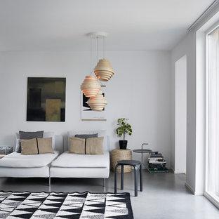 Exempel på ett minimalistiskt vardagsrum, med vita väggar, betonggolv och grått golv