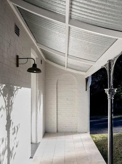 Traditional Verandah by Michael Bell Architects Pty Ltd